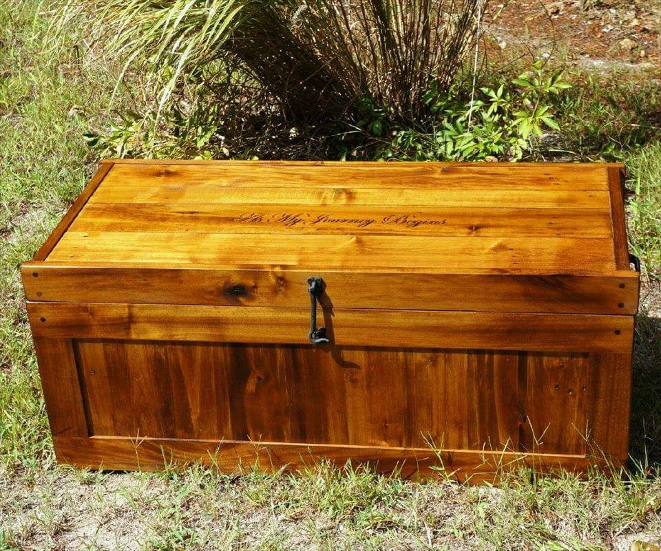 low-cost wooden pallet chest