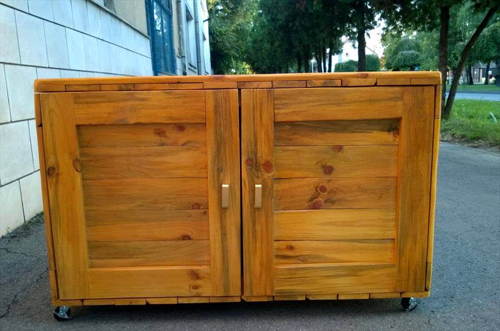 salvaged pallet sideboard or dresser