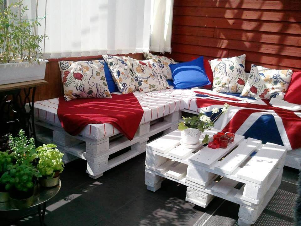 chic white stacked pallet sectional sofa and coffee table