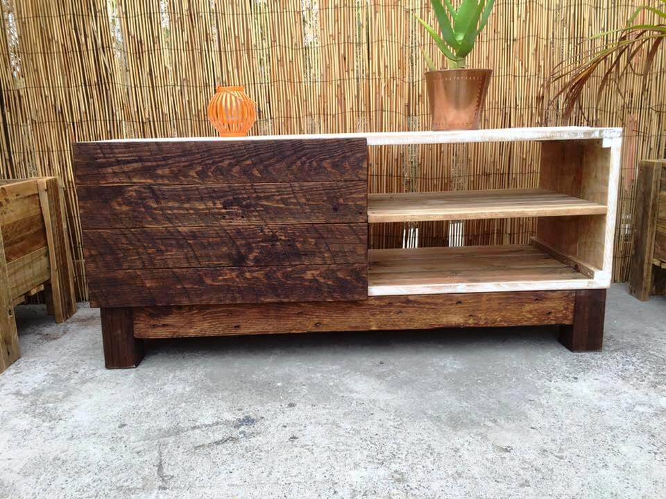 reclaimed wooden pallet TV stand