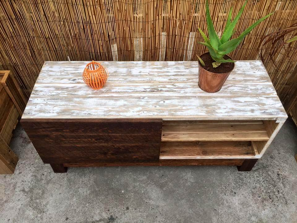 repurposed pallet TV stand with