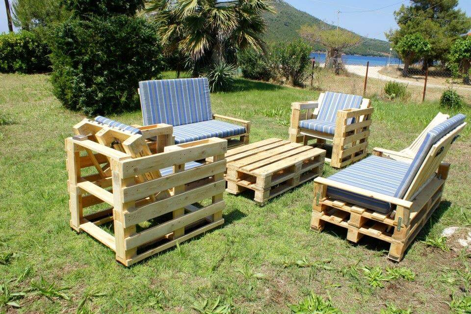 Re-cycled pallet made outdoor seating set