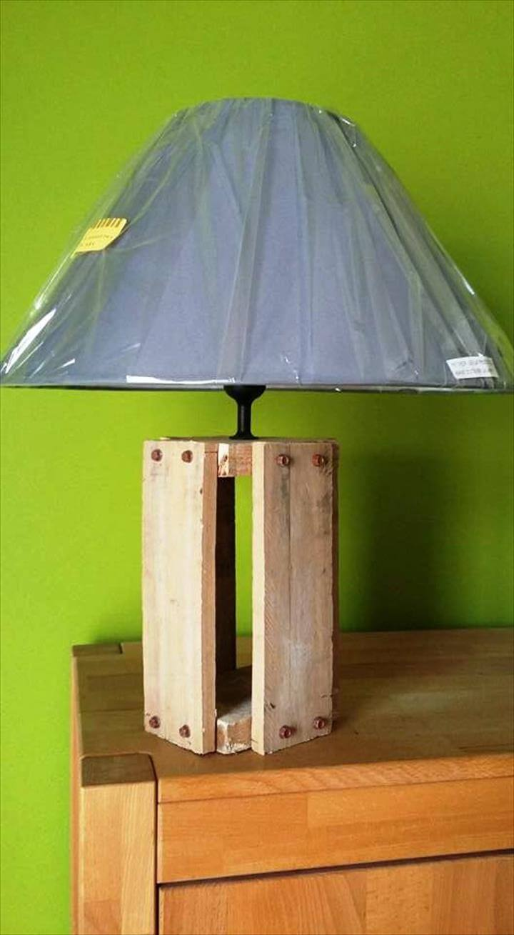 wooden pallet lamp stand