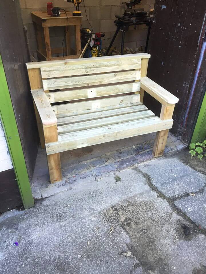 reclaimed wooden pallet bench