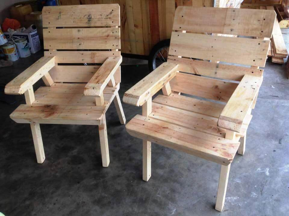 cute and fun looking pallet chairs